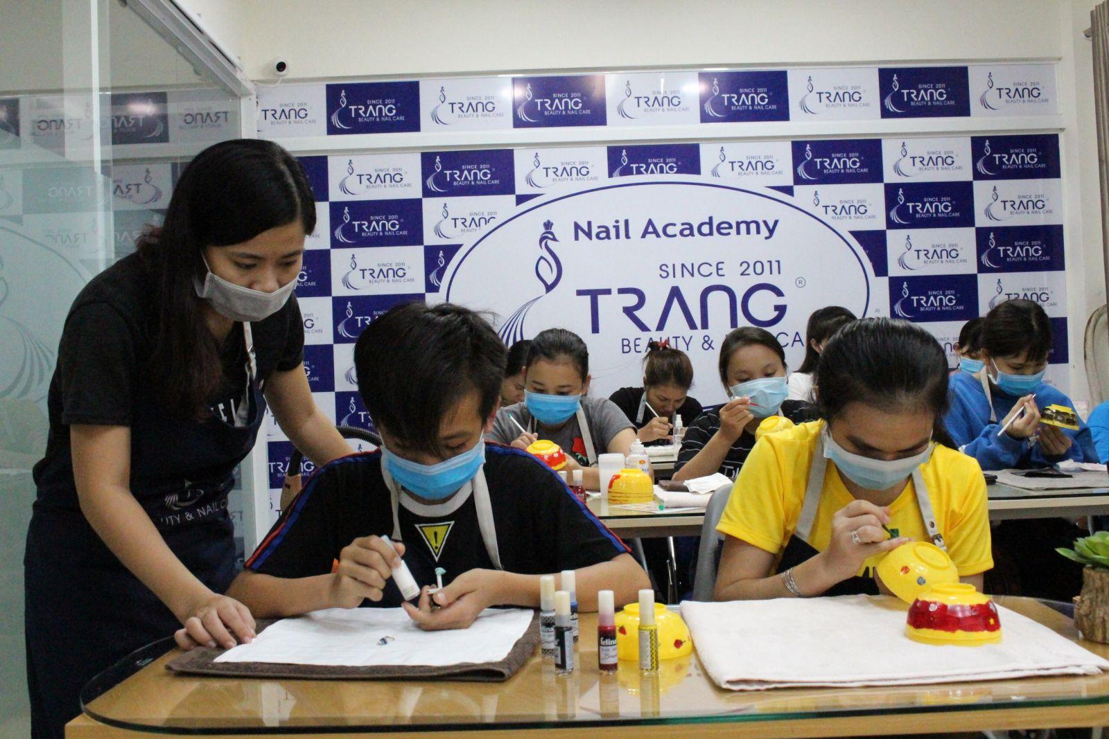học nail ở đâu tốt tphcm